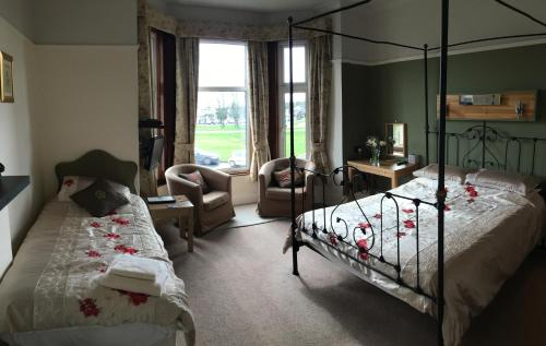 Large Double Room - 1st Floor