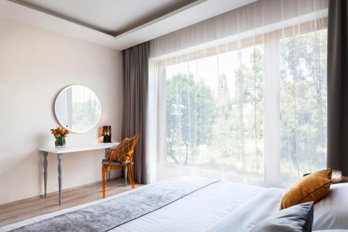 Vista Riverside Suites