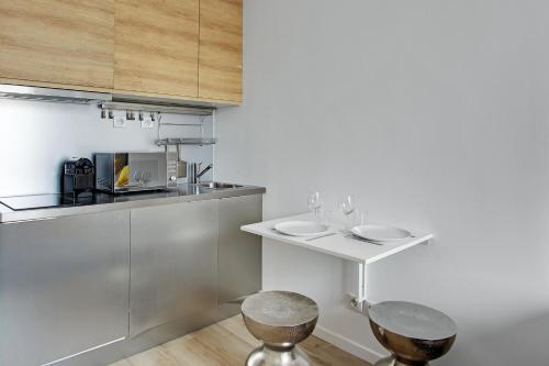 Pick a Flat - Madeleine Plaza studio