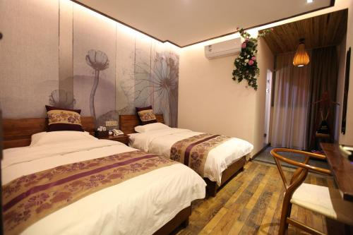 Deluxe Twin Room with Street View