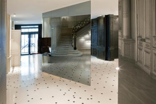 la maison champs elys es h tel 8 rue jean goujon 75008 paris adresse horaire. Black Bedroom Furniture Sets. Home Design Ideas