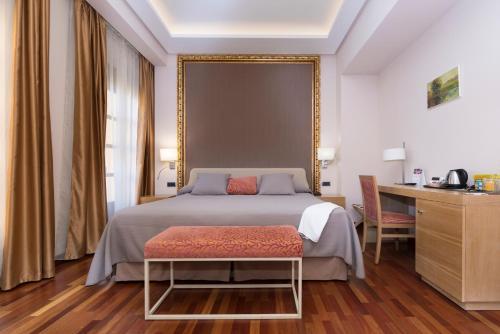 Deluxe King Room Casa Consistorial 1