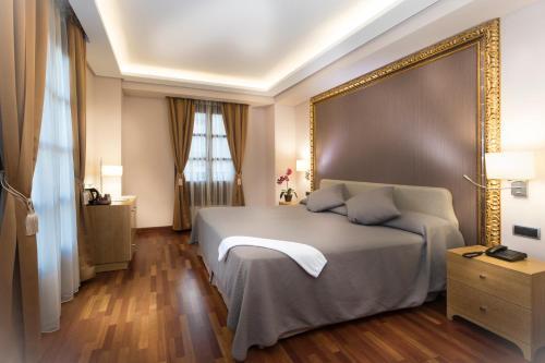 Habitación Deluxe con cama extragrande Casa Consistorial 3