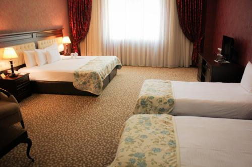 Cameră lux cvadruplă (Luxury Quadruple Room)
