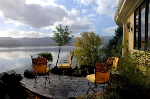The Villa At Little Cape Horn Bed And Breakfast Cathlamet Wa