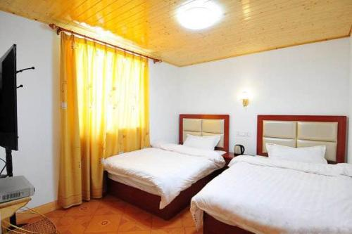 Standard Double or Twin Room with Garden View Yunshuiyao Yuntian Guest House