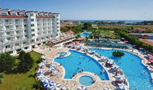 Serenis Hotel