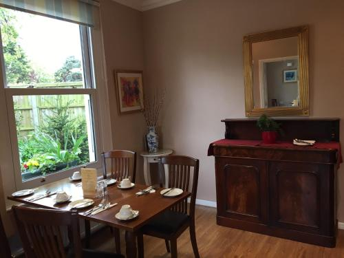 Hilden Lodge (Bed and Breakfast)