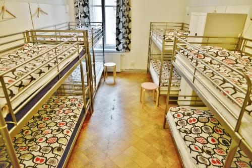 Enkeltseng i en blandet sovesal med 8 senge (Single Bed in 8-Bed Mixed Dormitory Room)