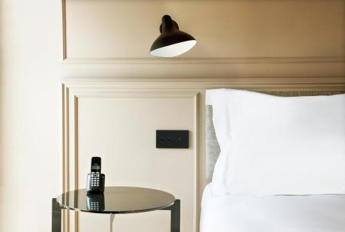 Deluxe Double Room TÓTEM Madrid, a Small Luxury Hotel of the World 1