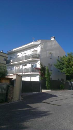 Apartaments Josep Pla front view