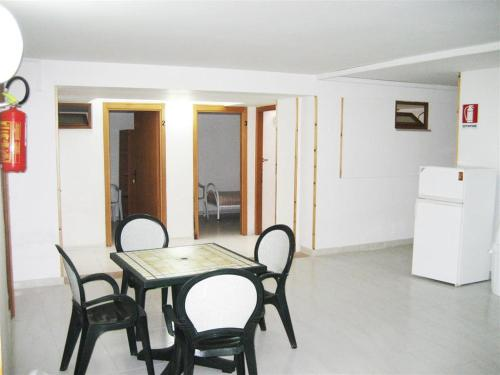 Double Room with Private Bathroom - Basement