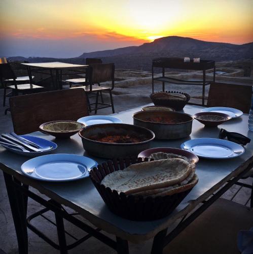 Dana Moon Hotel, Ḑānā