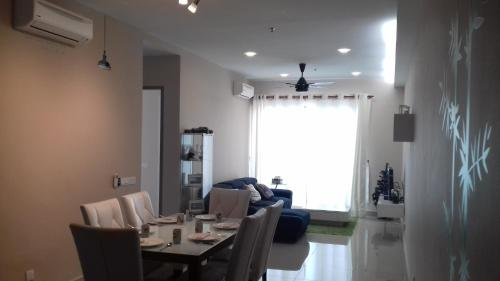 Cozy 2bedroom type @UNIV360 place Nr MINES shopping Serdang