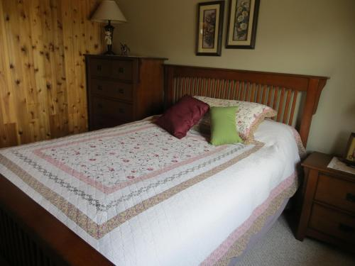 Quarto Queen com casa de banho partilhada (Queen Room with Shared Bathroom)