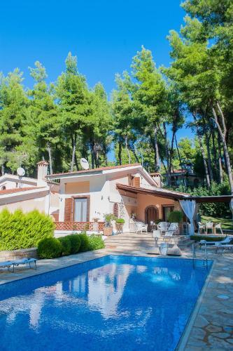 Naftilos Sani Luxury Villa