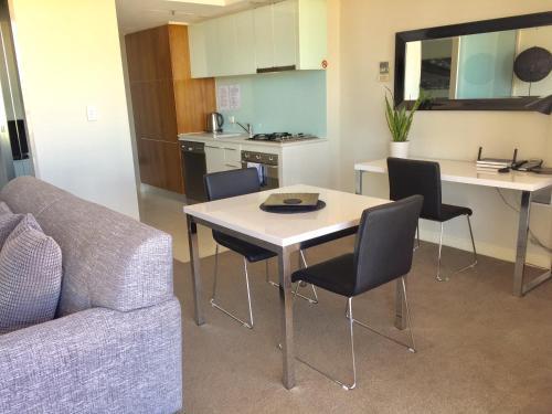 Adelaide DressCircle Apartments - North Terrace photo 48