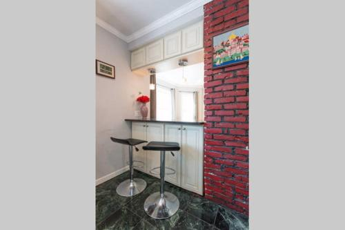 Property Image#3 Modern 3 Bedroom Apartment Close To Boston And City Center