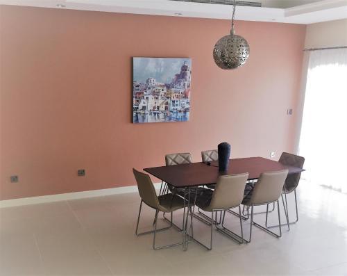 Short Booking - 3 Bedrooms TownHouse Villa, Redwood Park, Jumeirah Golf estate Photo