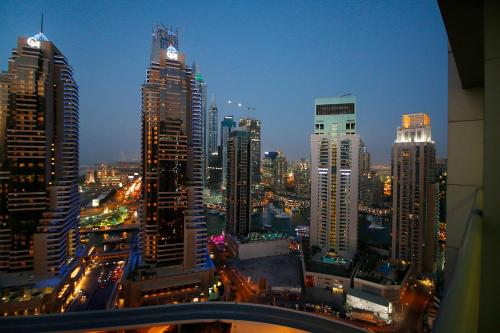 R&H - Dubai Marina with Stunning Views Photo