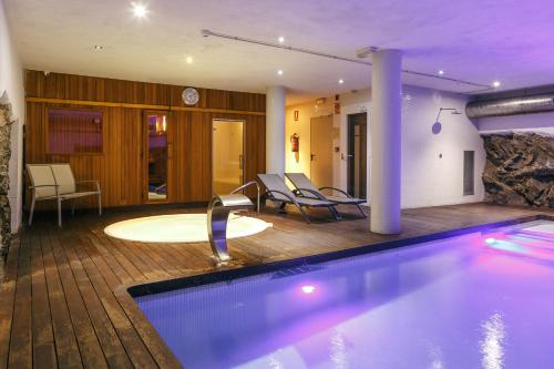 Double or Twin Room Hotel Spa Vilamont 9