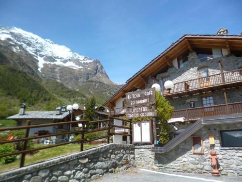 La Tour   Food, Bed & Trekking