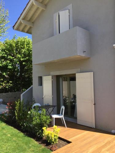 Chambre d 39 h tes arima chambre d 39 h tes 13 bis avenue du parc bon air 64200 biarritz adresse - Chambre d hote arima biarritz ...