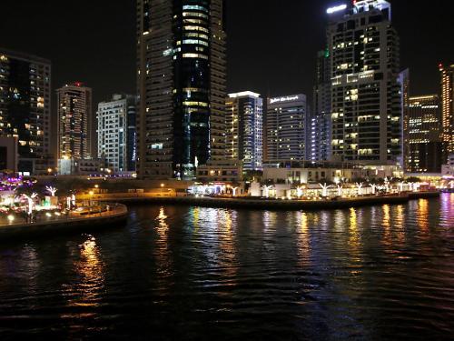 R&H- Dubai Marina; Sunny Terrace Photo