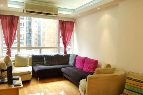 Large Family Apartment In Tsim Sha Tsui