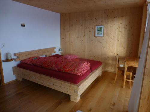 Tweepersoonskamer met Gedeelde Badkamer en Uitzicht op de Bergen (Double Room with Shared Bathroom and Mountain View)