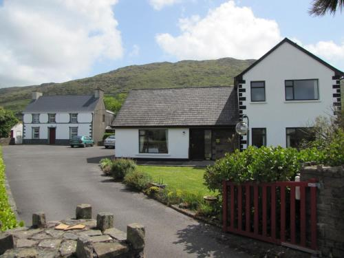 Photo of An Dooneen, The Hurley Farm B&B Hotel Bed and Breakfast Accommodation in Ballydavid Kerry