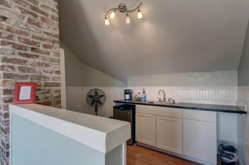Nantucket Inn - Anacortes