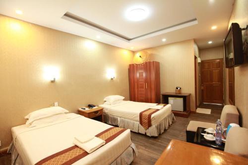 Pathein Hotel