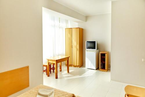 Camera twin standard cu baie comună (Standard Twin Room with Shared Bathroom)