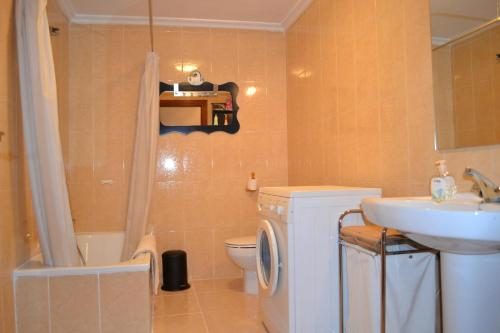 Duplex Three-Bedroom Apartment - Calle Horno, 13