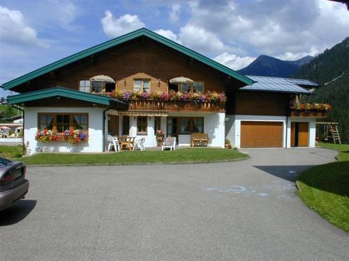 Landhaus Conny (Bed and Breakfast)