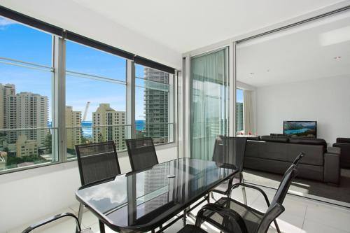 5 Star - Modern Spacious Central Surfers Paradise Residence