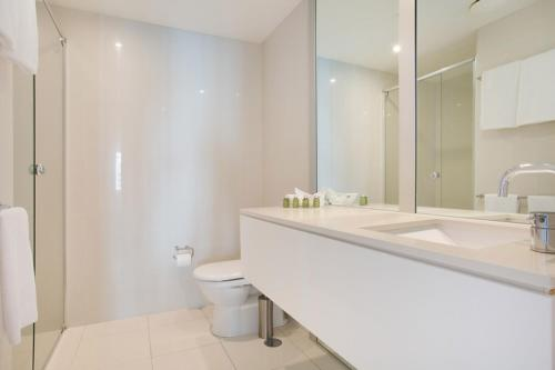 See all 28 photos 5 Star - Modern Spacious Central Surfers Paradise Residence