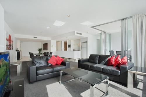 Separate living room 5 Star - Modern Spacious Central Surfers Paradise Residence