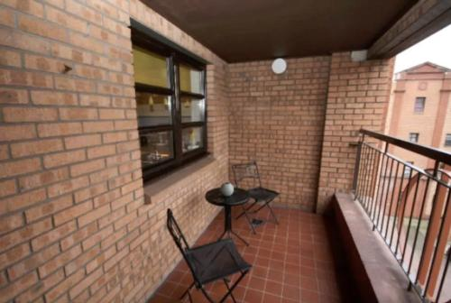 HotelSpacious 4 bedroom City Centre Flat. Free Parking