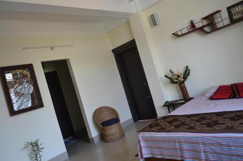HotelMeadows Inn Homestay