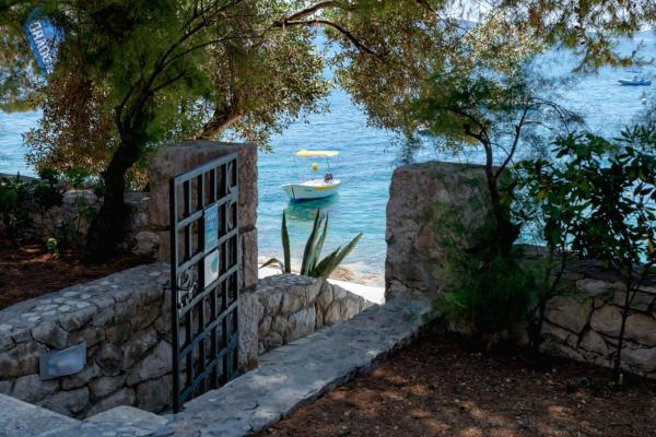 Pine Beach Villa