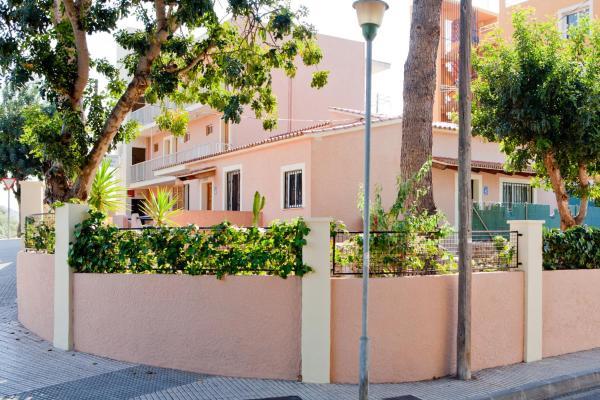 Naika Studios & Apartments
