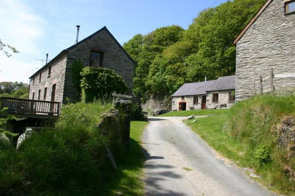 Troedyrhiw Holiday Cottages in Cardigan, Ceredigion, Wales