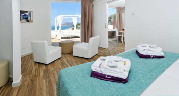Fergus Style Cala Blanca Suites