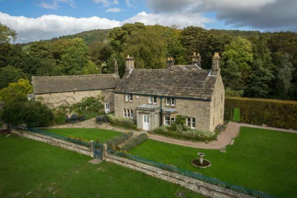 Heathy Lea Bed And Breakfast in Baslow, Derbyshire, England