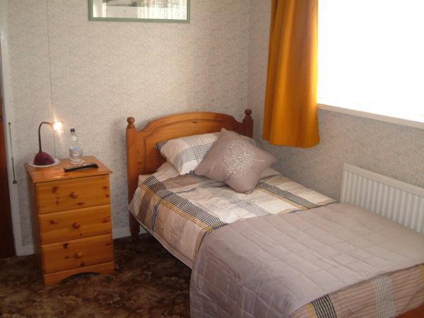 Tremains Guest House in Bridgend, Bridgend, Wales