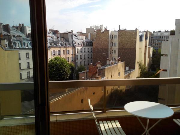 Bright apartment close to Champs Elysées