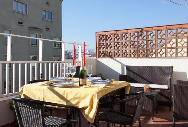 Sunny Attic Urquinaona Apartment