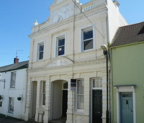 Theatre House Apartment 2 in Cowes, Isle of Wight, England